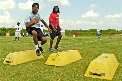 jamaal charles host youth football camp june port arthur