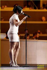 Demi Lovato Sings 39Confident39 Speaks About Mental Illness