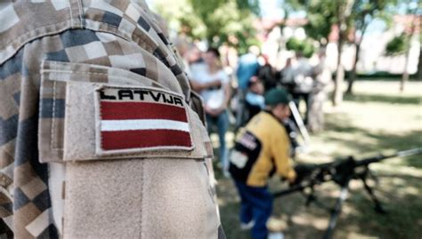 Latvijas armijas vēsturē pirmo reizi pulkveža pakāpe piešķirta sievietei - DELFI