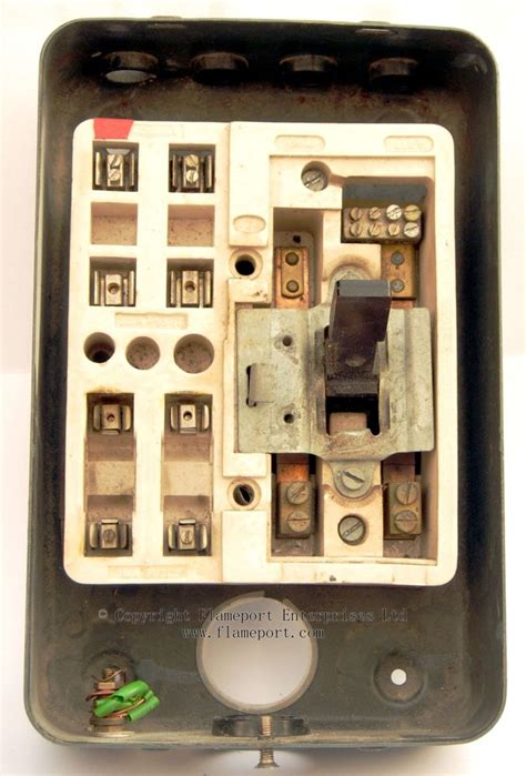 Where I The Inside Fuse Box For A 01 Town Country by Mem 4 Way Enclosed Grey Metal Fuse Box 2