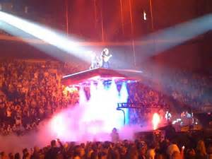 concert review trans siberian orchestra rocks lights up
