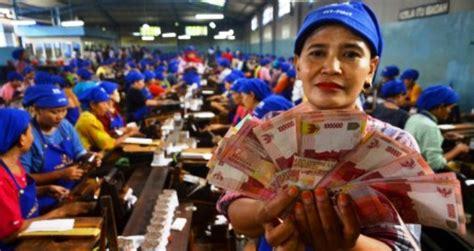 Gaji operator produksi di hm sampoerna jamblang : Surat Lamaran Kerja Di Pabrik Rokok - suratlamaran.com