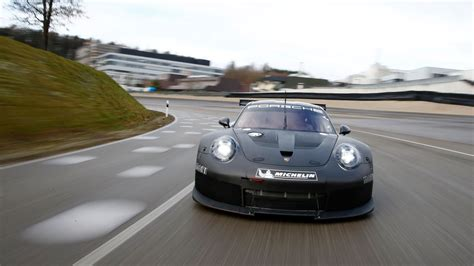 What's The Secret Behind The 2017 Porsche 911 Rsr Racecar