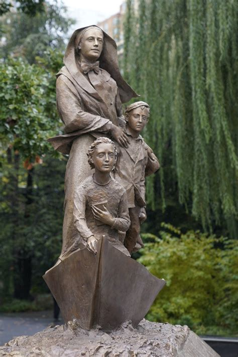 Mother Cabrini statue unveiled in NYC on Columbus Day ...