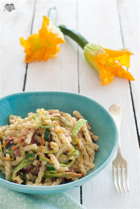 pasta fiori di zucchina pasta con zucchine e fiori di zucca passionecooking