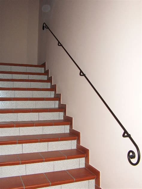 corrimano per scale interne in legno ditta grimaldini lavorazione in ferro e alluminio