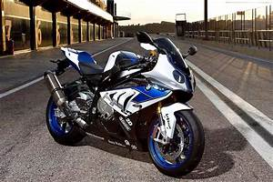 Bmw S1000rr Hp4 2017 : bmw group malaysia reveals the new bmw hp4 from rm144 444 otr w out ins ~ Medecine-chirurgie-esthetiques.com Avis de Voitures