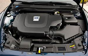 Volvo C70 Engine Compartment