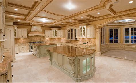 luxury kitchen cabinets design 21 stunning luxurious kitchen designs 7300