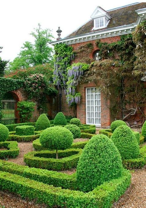 beautiful boxwood garden ideas