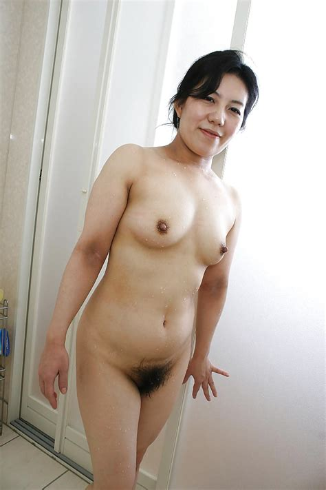 Fuckable Asian Mature Lassie Taking Bath And Exposing Her