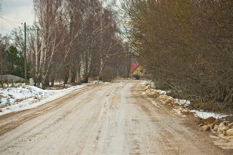 Grants ceļi daudzviet ir grūti izbraucami; situācija ...