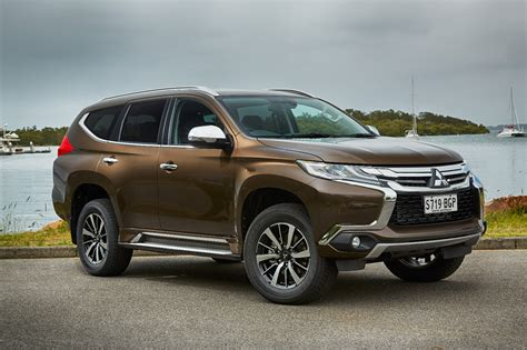 pajero jeep 2016 news mitsubishi pajero sport to have standard third row