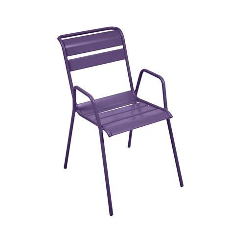 chaise acier chaise empilable fermob monceau acier aubergine plantes