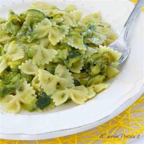 pasta con fiori di zucchine ricette pasta con zucchine e fiori di zucca ricetta il cuore in