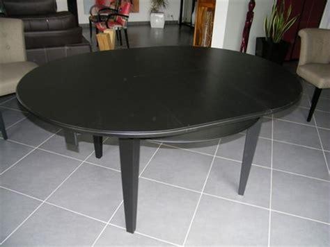 relooking cuisine chene laque noir tendance déco moderne pour une table style