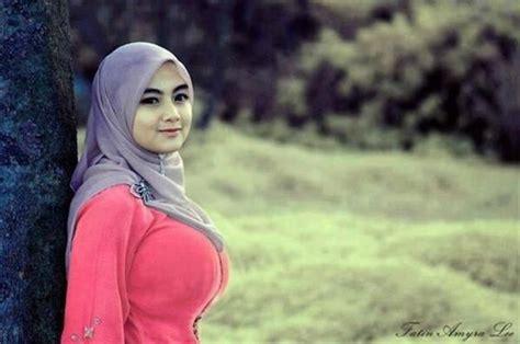 Foto Bokong Gadis Jilbab Celana Ketat Toket Montok Smp