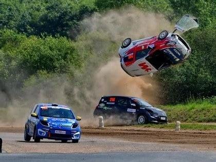 FOTO: Rallijkrosa braucējam padodas iespaidīgs lidojums ...