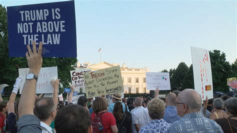 white house protest large gathers outside of white house to protest