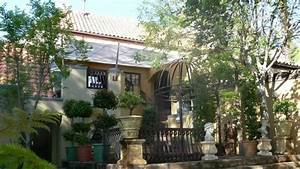 Bohemian House (Pretoria, South Africa) - Guest house ...