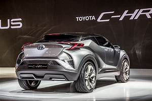 Leasing Toyota Chr : toyota c hr 39 coupe high rider 39 compact cuv blends technology design wardsauto ~ Medecine-chirurgie-esthetiques.com Avis de Voitures