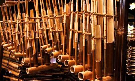 Cara menggunakan alat musik ini adalah dengan dipukul. Alat Musik Tradisional Indonesia yang Mendunia dan Diakui ...