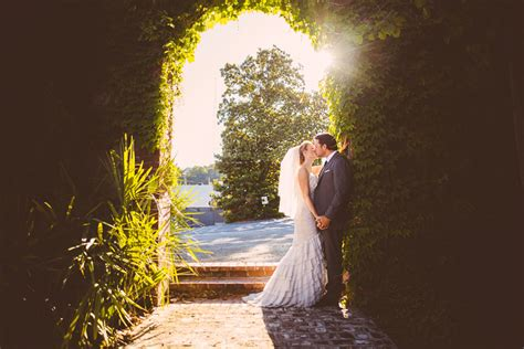 professional outdoor wedding photography do you really need a professional wedding photographer
