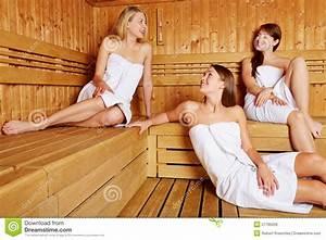 Frauen In Sauna : frauen in der entspannenden und sprechenden sauna stockfoto bild 27786206 ~ Whattoseeinmadrid.com Haus und Dekorationen