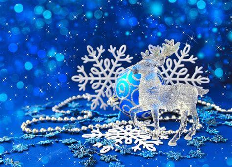 crystal reindeer  blue christmas background phone