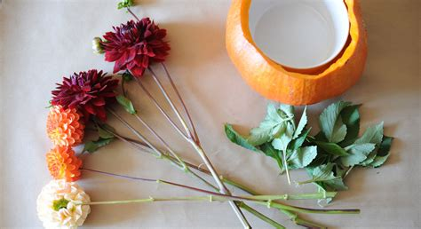 cuisiner citrouille décoration florale un vase d automne dans une citrouille