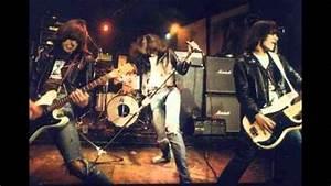 Ramones - Lets Dance - LIVE 8/12/76 ROXY - YouTube