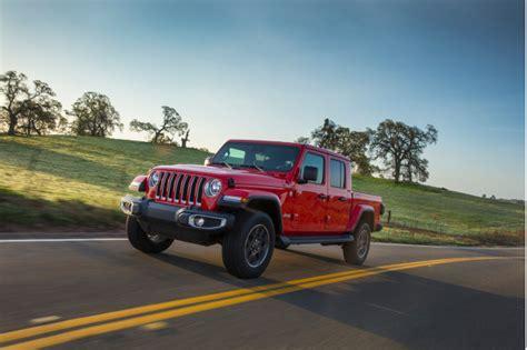 2020 Jeep Gladiator Vs Toyota Tacoma by 2020 Jeep Gladiator Vs 2019 Toyota Tacoma Compare Trucks