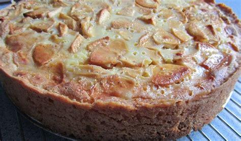 Bumbieru vai ābolu kūka ar krējuma pārlējumu   Recipe ...