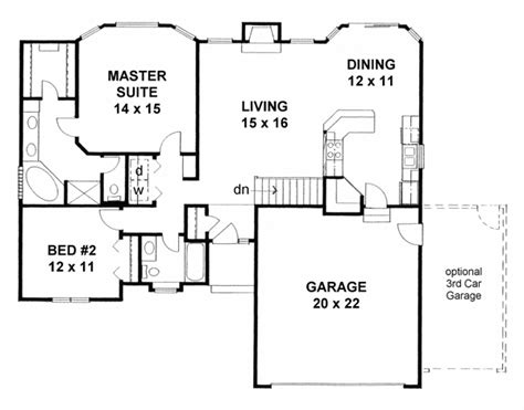 traditional house plan    beds  baths  car