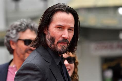 Keanu Reeves Auctioning 15 Minute Date With Himself For