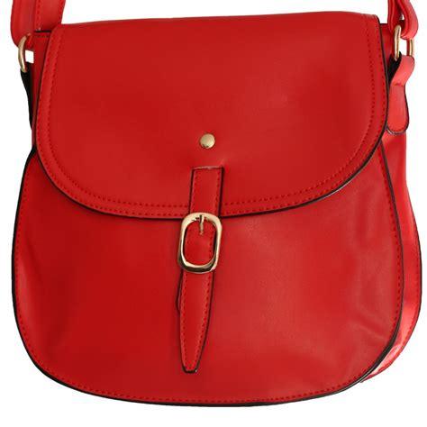 petite besace sacoche rouge en simili cuir mat  fermeture