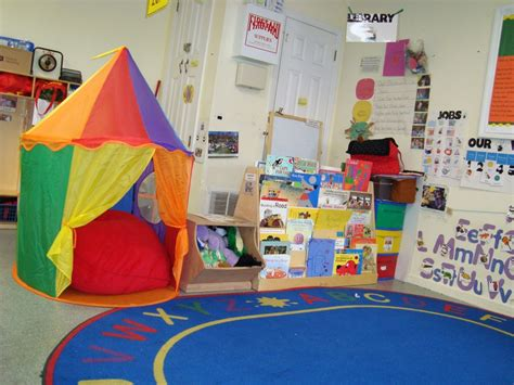 classroom reading nook ideas 406 | DSC05501 1024x768