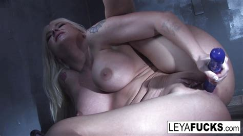 Sexy Leya Falcon Sticks Sex Toys In Both Her Holes Tube