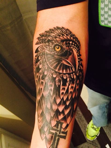 images  hawk tattoos  pinterest peregrine falcon animal tattoos  eric schmidt