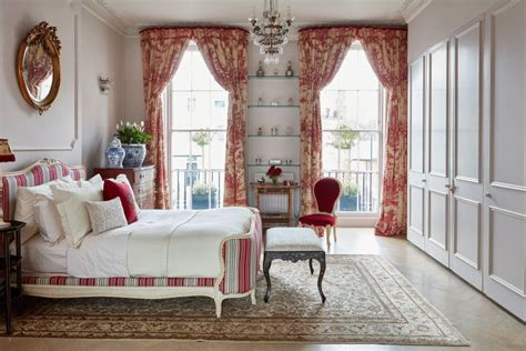 18 Romantic French-style Bedroom Ideas
