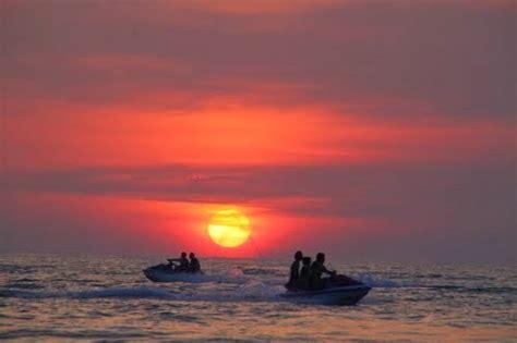 pantai tanjung lesung wisata keluarga  pantai carita