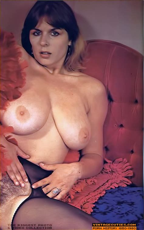 Young retro babe revealing her huge tits an - XXX Dessert - Picture 9