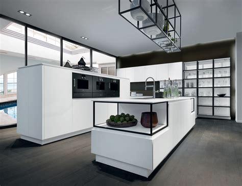 mobilier cuisine professionnel mobilier de cuisine épuré de couleur blanche avec profilés