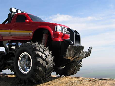 monster trucks video wallpaper crazy monstertrucks