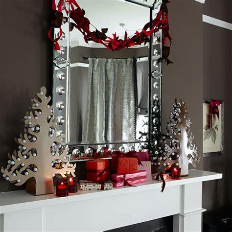 modern red  white mantel shelf decorations christmas