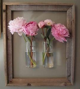 Pfingstrosen In Der Vase : tolle dekoidee mit einem alten bilderrahmen und pfingstrosen in einer vase inspiration ~ Buech-reservation.com Haus und Dekorationen