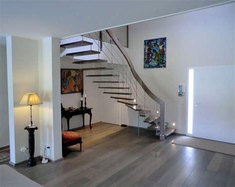 Escalier Droit Moderne. Escalier Droit Et Escalier