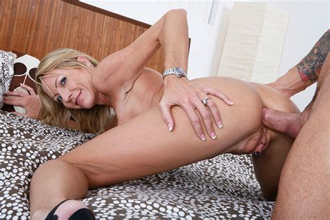 Emma Starr & Alan Stafford in My Friend's Hot Mom - Naughty America HD Porn Videos