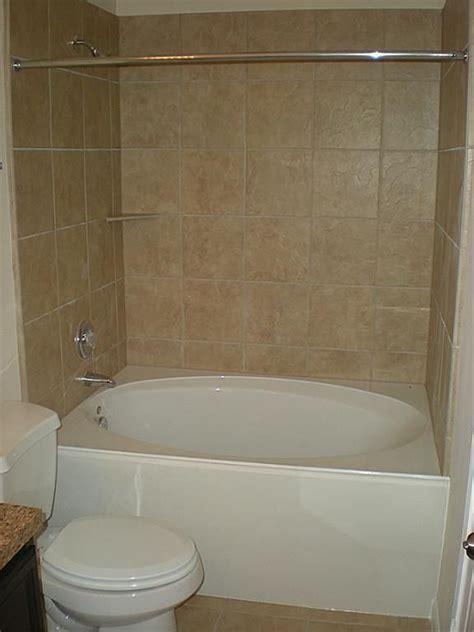 master bathe  garden tub  shower combo bathtub