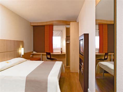 chambre hotel ibis hotel port en bessin huppain hôtel ibis normandie calvados